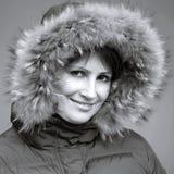 Kaukaska kobieta w futerkowym kapiszonie Zdjęcia Royalty Free