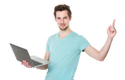 Kaukaski mężczyzna chwyta laptop i palec wskazujemy up Zdjęcia Royalty Free