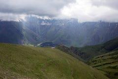 Kaukasus berg i Kazbegi, Georgia Royaltyfri Foto