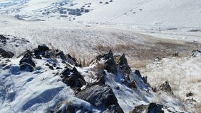 Kaukasus-Berge, Georgia, Ansicht vom Skiort Gudauri Stockfotografie