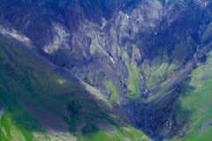 kaukasus Berge unter Wolken Stockbild