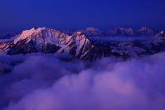 Kaukasus-Sonnenaufgang lizenzfreie stockbilder