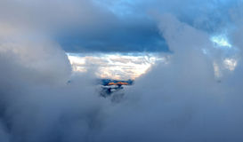 Kaukaz szczyty wśród chmur Obraz Royalty Free
