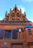 Kaunas Litauen - Januari 02, 2017: Huset av Perkunas eller åska som byggs i det 15th århundradet i Kaunas Arkivfoto