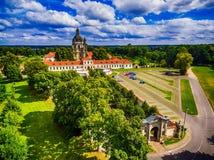 Kaunas Litauen: Pazaislis kloster och kyrka royaltyfri bild