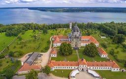 Kaunas Litauen: Pazaislis kloster och kyrka Royaltyfri Foto