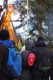 KAUNAS, LITHUANIE - 25 FÉVRIER : Spectateurs observant plus de burnin Photos libres de droits