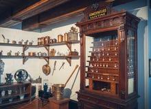 Kaunas, Litouwen - Mei 12, 2017: homeopathiedrugs en materiaal in Museumgeneeskunde Royalty-vrije Stock Foto's