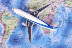KAUNAS, LITUÂNIA - 5 DE NOVEMBRO DE 2017: Modelo de Boeing 777 no w Imagem de Stock Royalty Free