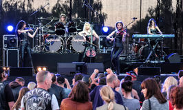 Kaunas, Lituania - 4 de junio de 2016: banda Symphomania de la sympho-roca Imagen de archivo