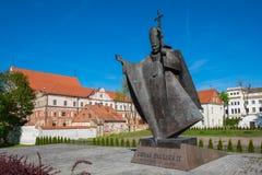 Kaunas, Lituania - 12 de mayo de 2017: estatua de papa Juan Pablo II Fotos de archivo