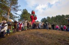 KAUNAS, LITUANIA - 25 FEBBRAIO: Il simbolo bruciante dell'inverno ha chiamato il Mo Immagine Stock