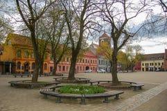 Kaunas Lituania, 01 può 2017 Kaunas Città Vecchia Piazza nel tempo di primavera nel primo mattino immagine stock libera da diritti