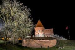 Kaunas slott på natten Arkivfoto