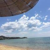 Kavala Grekland havsstrand fotografering för bildbyråer