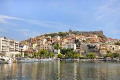 Kavala Grekland - sikt av fästningen på den Panagia kullen och väggen för forntida stad Royaltyfri Foto