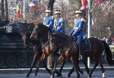 Kavalleri ståtar på den romanian nationella dagen Royaltyfria Bilder