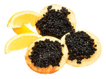 Kaviar auf Blini-Pfannkuchen Stockfoto