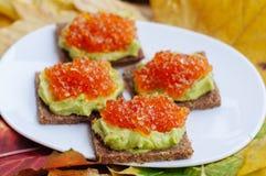 Kaviar- och avokadoaptitretare Arkivbild