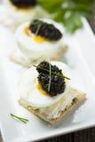 Kaviar på ägg Royaltyfri Bild