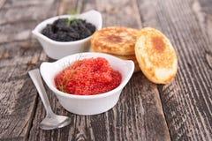 Kaviar und Blinis Stockfotos