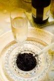 kaviarchampagne royaltyfri fotografi