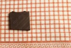 Kawałek czekolada nad stołem z pisze je ja Obrazy Stock