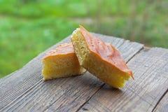 Kawałek domowej roboty ciasta, masło kulebiak fotografia stock