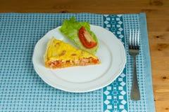 Kawałek domowej roboty pasztetowy serdecznie ptysiowy ciasto z kiełbasą Fotografia Stock