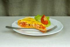 Kawałek domowej roboty tarta ptysiowy ciasto faszerował, frontowy widok Fotografia Royalty Free