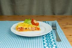 Kawałek domowej roboty tarta serdecznie ptysiowy ciasto z kiełbasą Obraz Stock