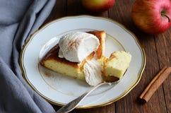 Kawałek Jabłczany chałupa tort zdjęcia stock