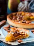Kawałek jabłczany tarta na piasek bazie z karmelem Fotografia Stock