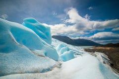 Kawałek lodowiec przeciw tłu halna natura Shevelev Fotografia Stock