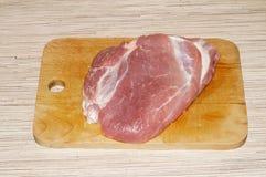 Kawałek mięso na tnącej desce Fotografia Royalty Free