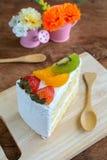 Kawałek owoc tort z kiwi, truskawką i pomarańcze, Obraz Stock