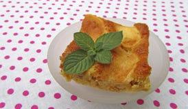 Kawałek smakowity jabłczany kulebiak z mennicą Obrazy Royalty Free