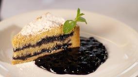Kawałek tort na talerzu zbiory wideo