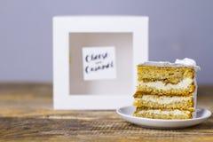 Kawałek tort z bananem i serem z foremką obraz stock