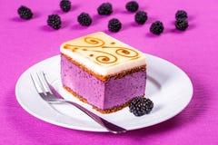 Kawałek torta souffle z czernicami, zbliżenie Zdjęcie Stock