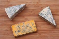 Kawałki błękitny ser i Blacksticks Błękitny ser Obrazy Royalty Free