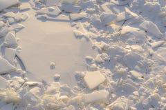 Kawałki i drzazgi łamany lód w naturze fotografia royalty free