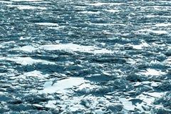 Kawałki i drzazgi łamany lód w naturze obraz stock