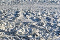 Kawałki i drzazgi łamany lód w naturze obrazy stock