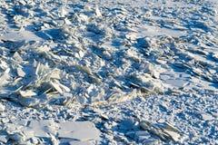 Kawałki i drzazgi łamany lód w naturze zdjęcie stock