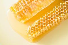 Kawałki pszczoły honeycomb zbliżenie Fotografia Stock