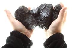 Kawałki węgiel w ręce odizolowywającej na białym tle Zdjęcia Stock