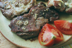 Kawałki wołowina na tnącej desce Mięso kropi z sp Obraz Stock