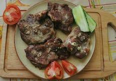 Kawałki wołowina na tnącej desce Mięso kropi z sp Fotografia Royalty Free