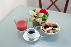 Kawa espresso, ciasta i sok, Fotografia Stock
